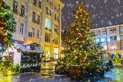 La Navidad en Moscú Festivamente adornado para la calle del Año Nuevo Imagenes de archivo