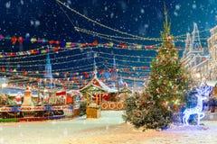 La Navidad en Moscú ` S del Año Nuevo justo en el cuadrado rojo El insc Imagenes de archivo