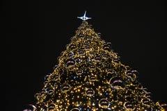 La Navidad en Polonia, Kraków, centro, árbol de navidad imagenes de archivo
