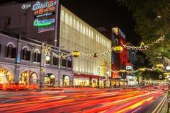 La Navidad en Singapur en la noche Fotos de archivo