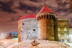 La Navidad en Tallinn La fortaleza de la ciudad vieja se adorna Foto de archivo