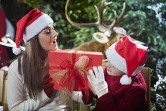 La Navidad estupenda con el reno de Santa Claus fotos de archivo