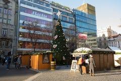 La Navidad famosa del advenimiento adornó el cuadrado de Wenceslao en Praga Foto de archivo