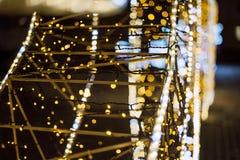 La Navidad Fondo abstracto festivo con las luces y las estrellas defocused del bokeh Imagen de archivo