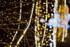 La Navidad Fondo abstracto festivo con las luces y las estrellas defocused del bokeh Foto de archivo