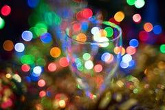 La Navidad, fondo del Año Nuevo con el bokeh de cristal y hermoso en el fondo Imágenes de archivo libres de regalías