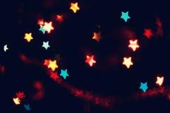 La Navidad, fondo del Año Nuevo con el bokeh hermoso de las estrellas de la guirnalda colorida se enciende Fotos de archivo
