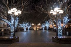 La Navidad ha llegado a este cuadrado en Canary Wharf imágenes de archivo libres de regalías