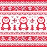 La Navidad, invierno hizo punto el modelo con los pingüinos - estilo escandinavo del suéter Foto de archivo libre de regalías
