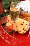 La Navidad italiana con el spumante y el panettone Fotos de archivo libres de regalías