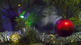 La Navidad juega la ejecución en el árbol metrajes
