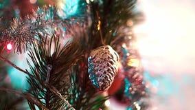 La Navidad juega la ejecución en el árbol almacen de video