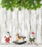 La Navidad juega el fondo de madera rústico de la decoración Fotos de archivo
