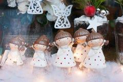 La Navidad juega los ángeles blancos Fotos de archivo