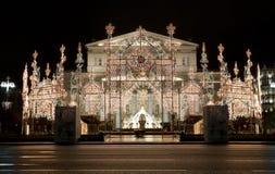 La Navidad Moscú, decoraciones de la Navidad en el teatro de Bolshoi en la noche Fotos de archivo