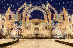 La Navidad Moscú instalación ligera festiva delante del Bol Fotos de archivo libres de regalías