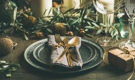 La Navidad o Años Nuevos de la celebración del partido de la tabla de concepto festivo del ajuste Imagen de archivo libre de regalías