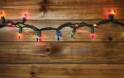 La Navidad o el Año Nuevo se enciende en fondo de madera Foto de archivo libre de regalías