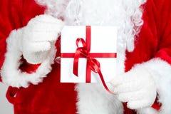 La Navidad Papá Noel con el regalo Fotografía de archivo libre de regalías