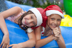 La Navidad por la piscina fotografía de archivo libre de regalías