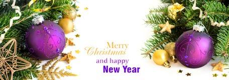 La Navidad púrpura y de oro adorna la frontera Foto de archivo libre de regalías