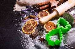 La Navidad que cocina con los ingredientes de la hornada Fotos de archivo libres de regalías