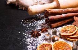 La Navidad que cocina con los ingredientes de la hornada Imagen de archivo libre de regalías