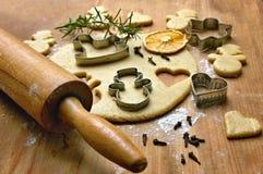 La Navidad que prepara el pan de jengibre Fotografía de archivo libre de regalías