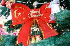 La Navidad roja de la cinta Imagen de archivo libre de regalías