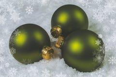 La Navidad verde adorna bolas Foto de archivo libre de regalías
