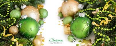 La Navidad verde y de oro adorna la frontera Imagenes de archivo