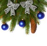 La Navidad Visión superior con el espacio de la copia árbol de abeto con el cono aislado en el fondo blanco Foto de archivo