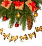 La Navidad Visión superior con el espacio de la copia árbol de abeto con el cono en el fondo blanco Foto de archivo libre de regalías