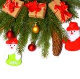 La Navidad Visión superior con el espacio de la copia árbol de abeto con el cono en el fondo blanco Fotografía de archivo