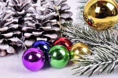 La Navidad y Año Nuevo Decoraciones de la Navidad para una Navidad tr Imagen de archivo libre de regalías