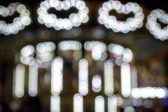 La Navidad y Año Nuevo Iluminaciones festivas en la ciudad La falta de foco diversos colores de un bokeh colorido Tonos blandos Fotografía de archivo libre de regalías