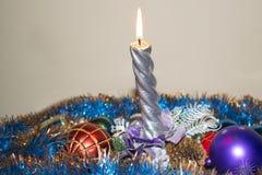 La Navidad y Año Nuevo Vela y juguetes de la Navidad Imagenes de archivo