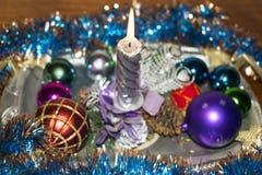 La Navidad y Año Nuevo Vela y juguetes de la Navidad Foto de archivo libre de regalías