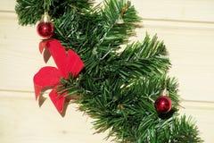 La Navidad y Años Nuevos de arco rojo de la decoración Imagen de archivo libre de regalías