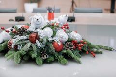 La Navidad y Años Nuevos de composición de las flores Imagen de archivo libre de regalías