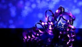 La Navidad y decoraciones azules de la bola del árbol del ` s del Año Nuevo Imágenes de archivo libres de regalías