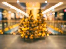 La Navidad y el Año Nuevo adornaron el fondo interior borroso Imagenes de archivo