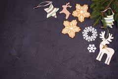 La Navidad y frontera o marco del Año Nuevo en fondo negro Concepto de las vacaciones de invierno Fotos de archivo libres de regalías