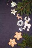 La Navidad y frontera o marco del Año Nuevo en fondo negro Concepto de las vacaciones de invierno Fotografía de archivo libre de regalías