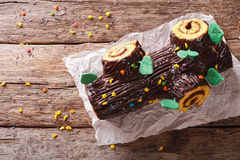 La Navidad Yule Log, Buche de Noel, primer de la torta de chocolate Horiz Foto de archivo