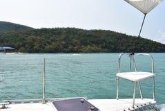 La navigation du yacht A est une de le plus étroitement images libres de droits