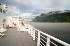 La nebbia arriva a fiumi il Canada dentro il traghetto della nave passeggeri del passaggio Immagini Stock Libere da Diritti