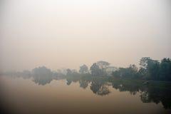 La nebbia del fiume sulla mattina Immagine Stock Libera da Diritti