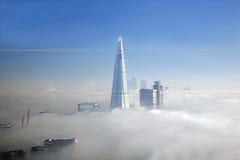 La nebbia pesante colpisce Londra fotografia stock libera da diritti