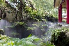 La nebbia in tempio cinese Fotografia Stock Libera da Diritti